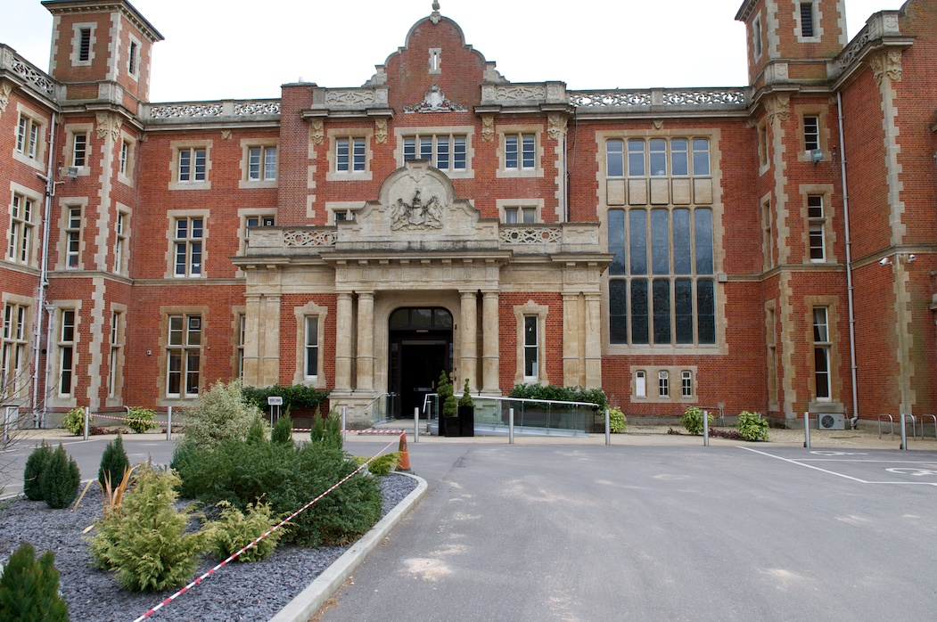 Easthampstead Park HOuse In On Teh Borders Of Wokingham And Bracknell Is An Amazing Venue I Live About 10 Mins Walk From This Never Get